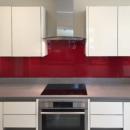 darker coloured glass splashbacks strawberry colour kitchen