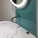 aqua coloured glass splashback behind a sink